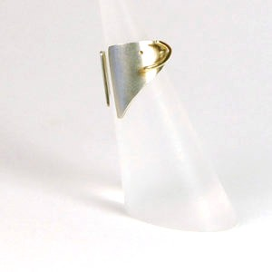 Ear Cuff This designer cuff combines a satinised silver cuff with a polished 9ct gold detail The ear cuff is slid onto the upper section of your ear by pulling your lob downward and sliding the cuff  over it and up onto the outer fold of your ear