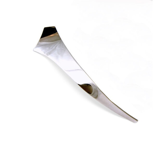 Elegant Kilt pin with a simple twist in a polished finish
