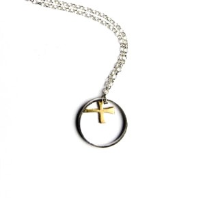 This simple but elegant designer necklaceis approx. 15mm in diameter. The designhas a silver outer ring which encases a 9ct golden kiss.The necklaceissuspended on either a 42cm or 45cm silver chain. Please state your preference