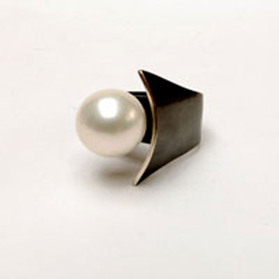 Oxidised-Silver-Ring-with-large-shell-pearl