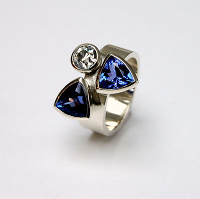 Diamond-and-Tanzanite-bespoke-ring