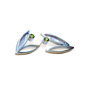 Silver and green Peridot stud earring