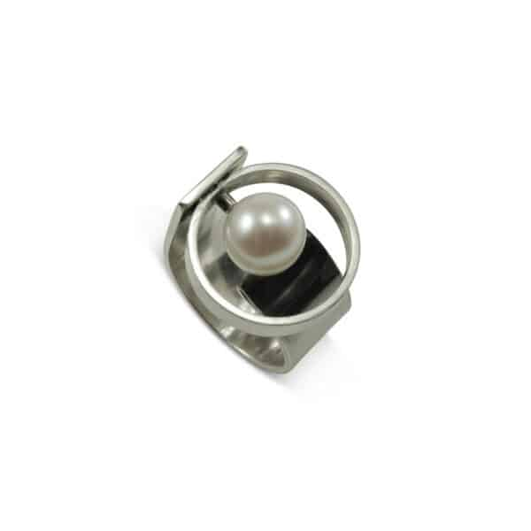 Circle Ring.with shell pearl Polished metal ring